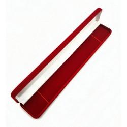 Raudona aksominė dėžutė