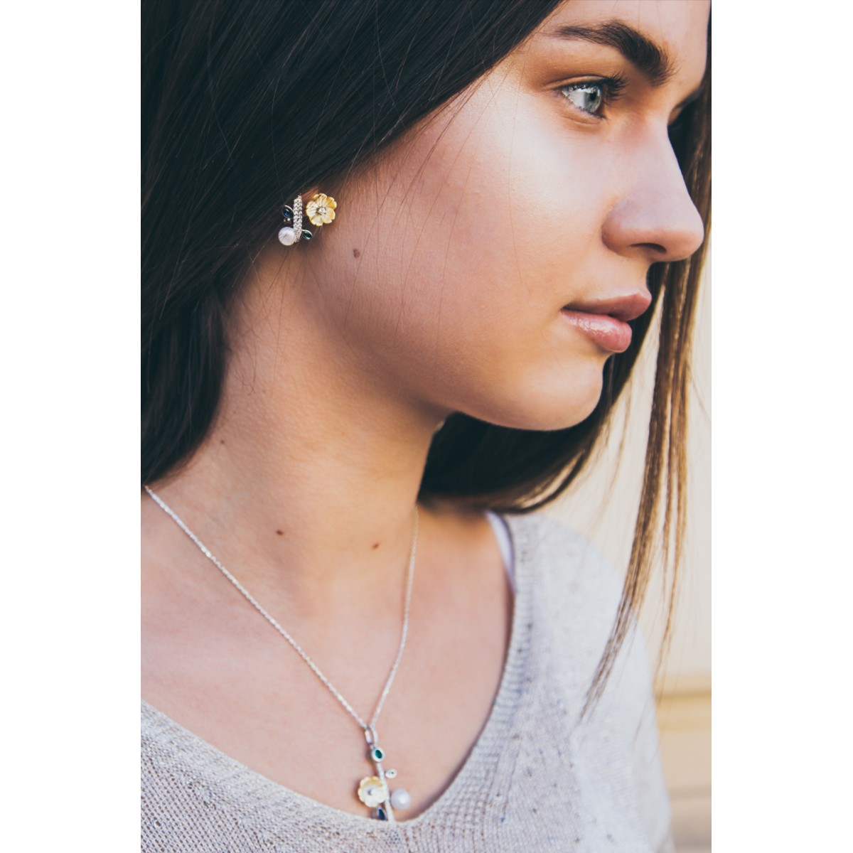 Auskarai su perlais, kriaukle ir cirkoniu